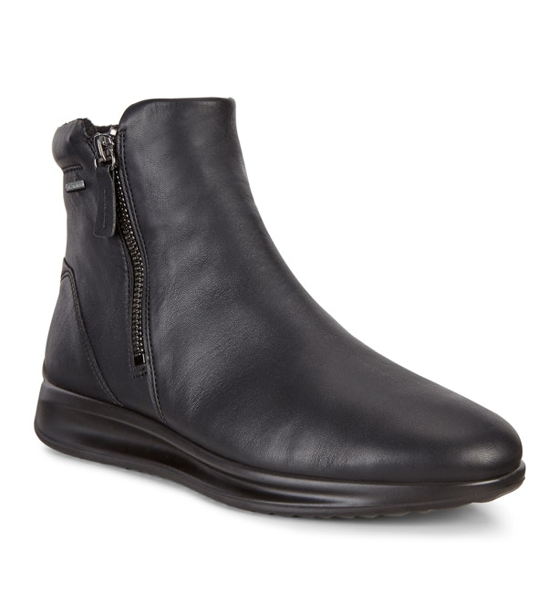 Ecco Aquet Boot GTX - Classic black leather ankle boot.