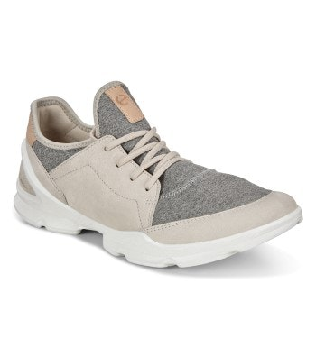Low-profile travel trainers.
